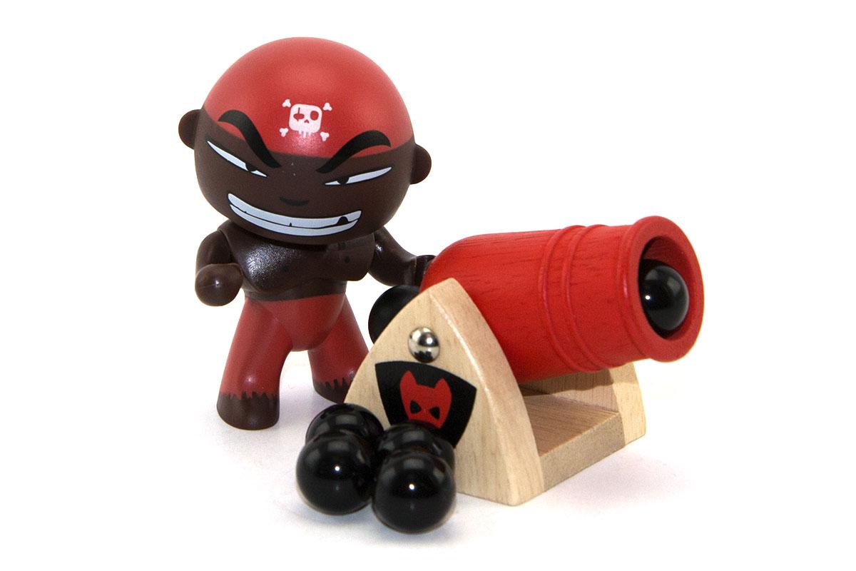Djambo est l'artilleur en chef des Arty toys. Il est un peu fanfaron mais il faut bien avouer qu'il est d'une précision diabolique. Il aurait à lui tout seul coulé plus de 30 navires. Mieux vaut l'avoir avec soi que contre soi ! Il prend part à toutes les expéditions du capitaine Sam parrot sur son célèbre bateau